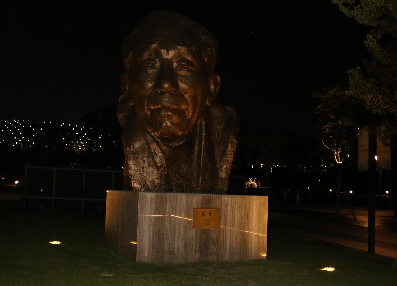 从莲花山小平像论公共雕塑灯光照明设计和城市亮化工程-3