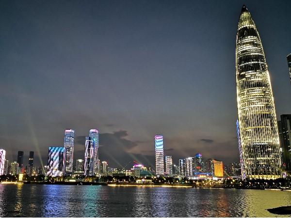 思迪恩,深圳湾人才公园灯光秀与景观亮化工程成为网红景点